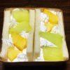 今日はメロンとパイナップル。